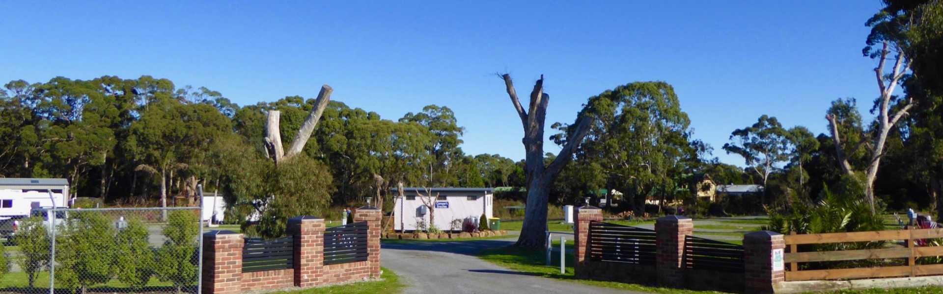 Kui Parks, Smithton, River Breeze Caravan & Cabin Park, Entrance