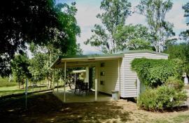 Kui Parks, Monto Caravan Park, Cabin