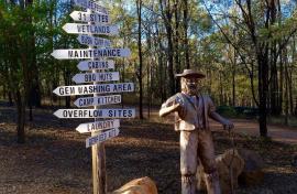 Kui Parks, Sapphire Caravan Park, Gemfields, Entrance