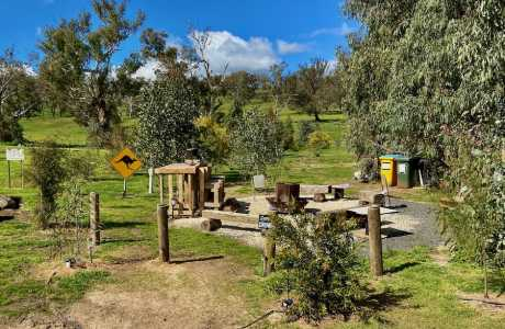 Kui Parks, Coolac Cabins & Camping Campfire