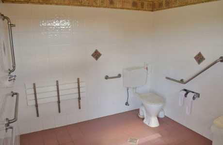 Kui Parks, Mundubbera, Three Rivers Tourist Park, Disabled Bathroom