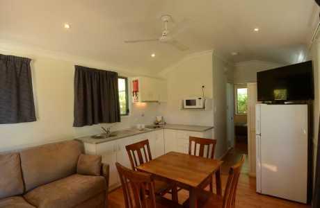 Kui Parks, Mundubbera, Three Rivers Tourist Park, Poolside Villa Living Room