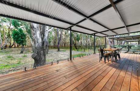 Kui Parks, Bushland on the Murray Holiday, Park Cabin