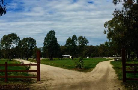 Kui Parks, Cocobend Caravan and Camping Grounds, Moama, Entrance