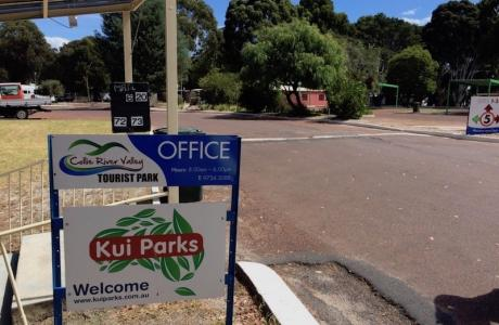 Kui Parks, Collie River Valley Tourist Park, Collie, Entrance
