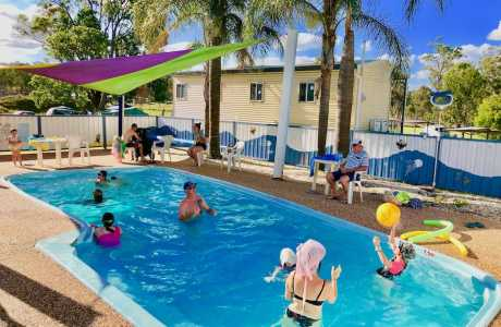 Kui Parks, Crows Nest Tourist Park, Pool