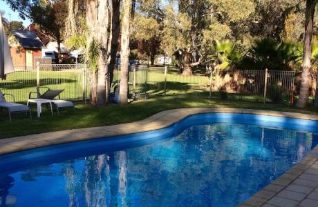 Kui Parks, Pioneer Tourist Park, Deniliquin, Pool