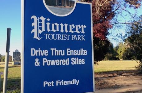 Kui Parks, Pioneer Tourist Park, Deniliquin, Signage