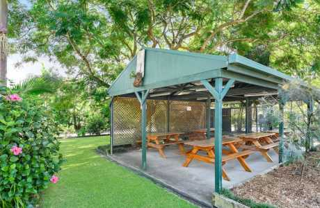Kui Parks, Diamond Waters Caravan Park, Dunbogan, BBQ