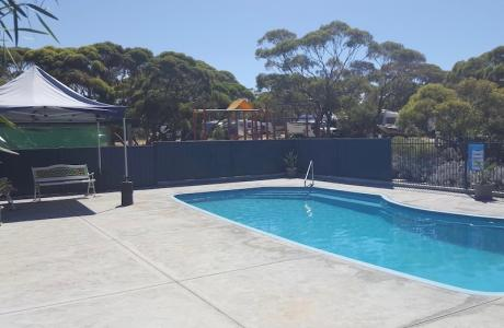 Kui Parks, Harbour View Caravan Park, Pool
