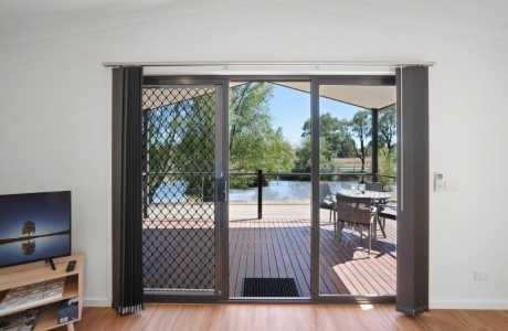 Kui Parks, Horseshoe Tourist Park, Wagga Wagga, Villa