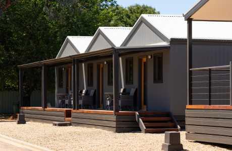 Kui Parks, Horseshoe Tourist Park, Wagga Wagga, Cabins