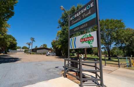 Kui Parks, Horseshoe Tourist Park, Wagga Wagga, Entrance