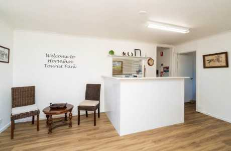 Kui Parks, Horseshoe Tourist Park, Wagga Wagga, Reception