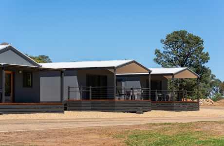 Kui Parks, Horseshoe Tourist Park, Wagga Wagga, Villas