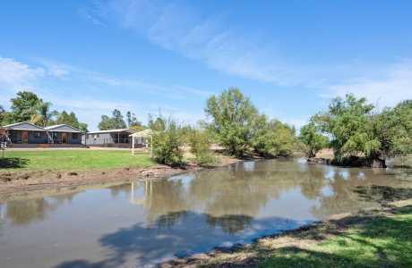 Kui Parks, Horseshoe Tourist Park, Wagga Wagga, Lake