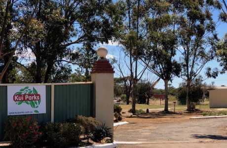 Kui Parks, Katanning Caravan Park, Entrance