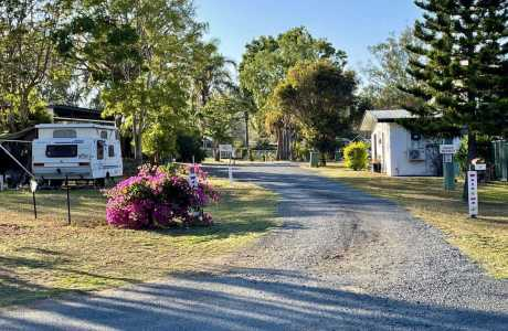 Kui Parks, Mount Morgan Motel & Van Park, Entrance