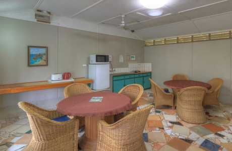 Kui Parks, Millaa Millaa Tourist Park, Camp Kitchen