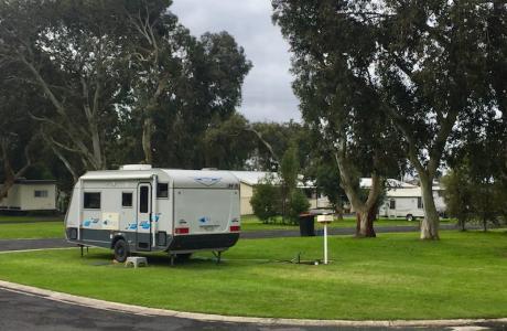 Kui Parks, Millicent Lakeside Caravan Park, Sites