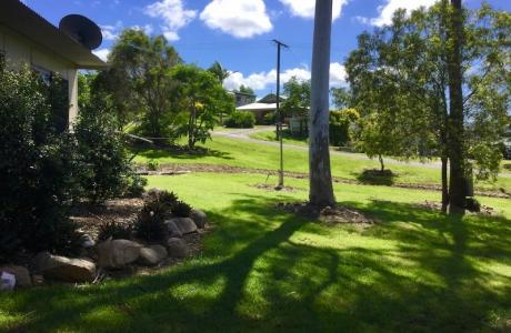 Kui Parks, Mount Larcom Tourist Park
