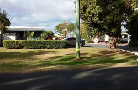 Kui Parks, Bundaberg, Oakwood Caravan Park, Entrance
