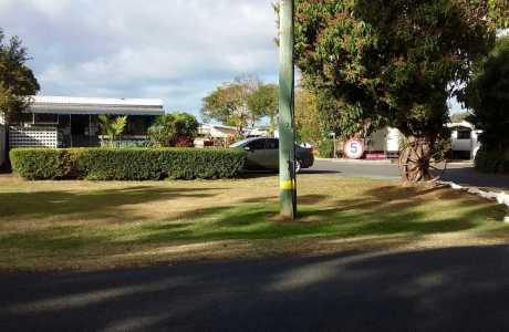 Kui Parks, Bundaberg, Oakwood Caravan Park, Entrance