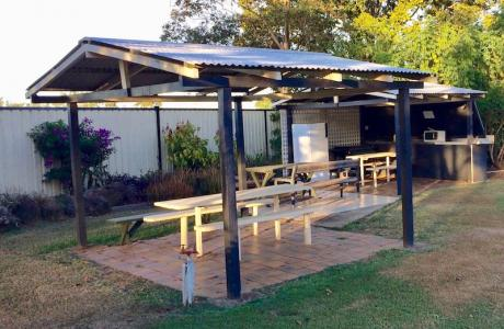 Kui Parks, Bundaberg, Oakwood Caravan Park, BBQ