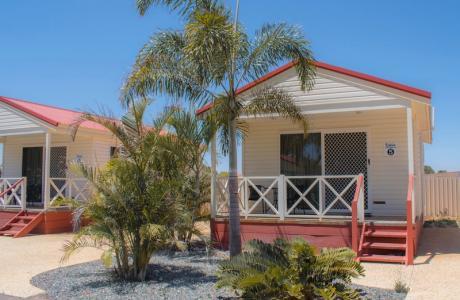 Kui Parks, Outback Oasis Caravan Park, Carnarvon, Cabin