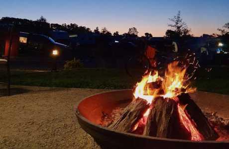 Kui Parks, Lilydale Pine Hill Caravan Park, Camp Fire