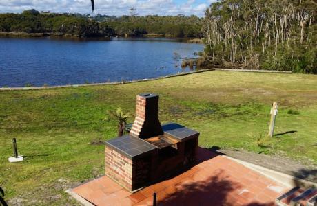 Kui Parks, Smithton, River Breeze Caravan & Cabin Park, BBQ