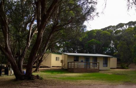 Kui Parks, Robe Holiday Park, Cabin