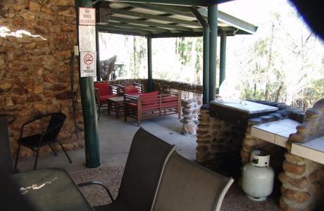 Kui Parks, Sapphire Caravan Park, Gemfields, Coffee Nook