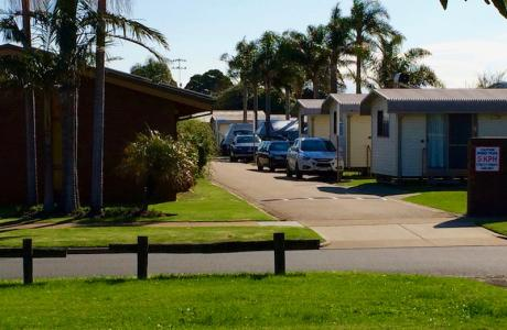 Kui Parks, Lakes Entrance, Silver Sands Tourist Park, Entrance