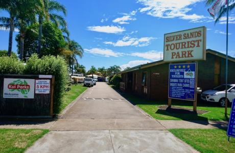 Kui Parks, Lakes Entrance, Silver Sands Tourist Park. Entrance