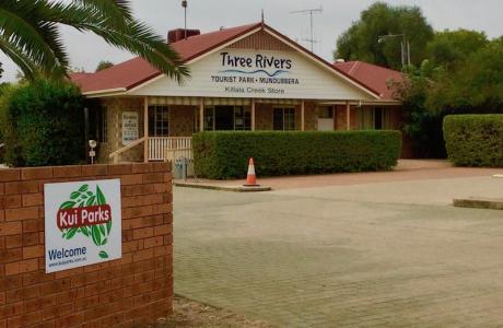 Kui Parks, Mundubbera, Three Rivers Tourist Park, Office