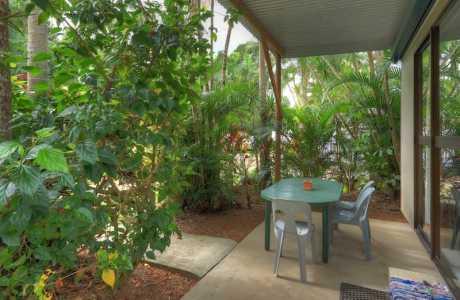 Kui Parks, Tropical Hibiscus Caravan Park, Mission Beach, Cabin Patio