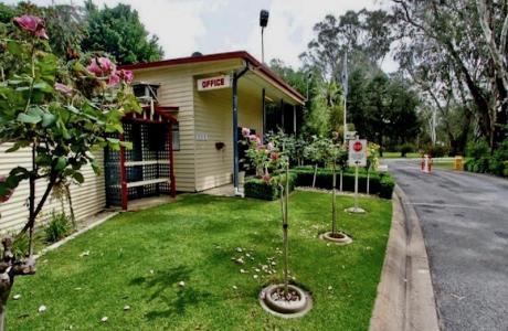 Kui Parks, Wangaratta Caravan Park, Office