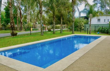 Kui Parks, Wangaratta Caravan Park, Pool